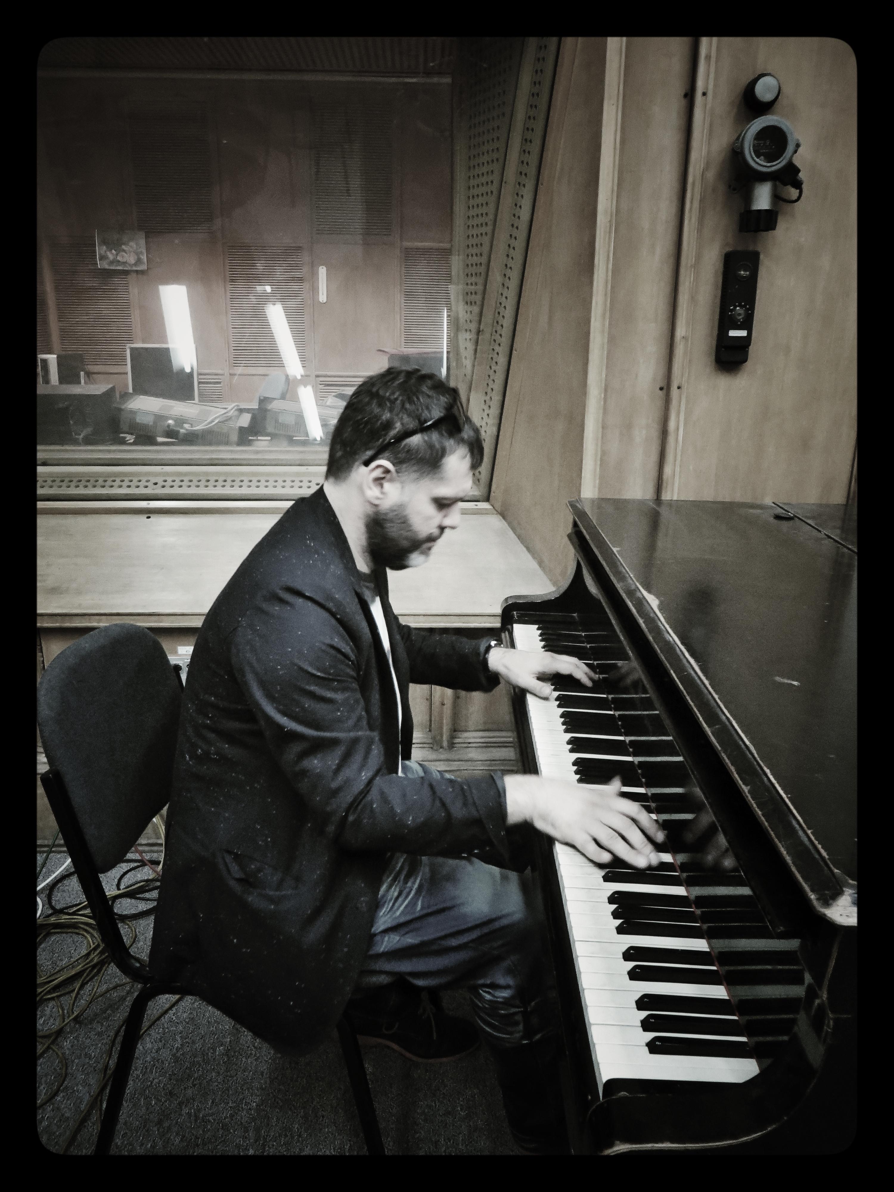 Lucian Ban Pianist De Jazz Originar Din Cluj 238 N Turneu