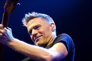 600px-Bryan_Adams_Hamburg_MG_0631_flickr
