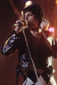 Freddie_Mercury_performing_in_New_Haven,_CT,_November_1977 1000 (wikipedia.org)
