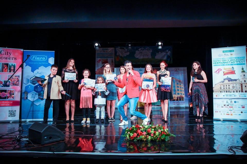 Premianţii Secţiunii Remember MARCEL DRAGOMIR, felicitaţi de Rares Dragomir, fiul regretatului compozitor. (foto Hermannstadtfest 2016 by TakeaSmile.ro)
