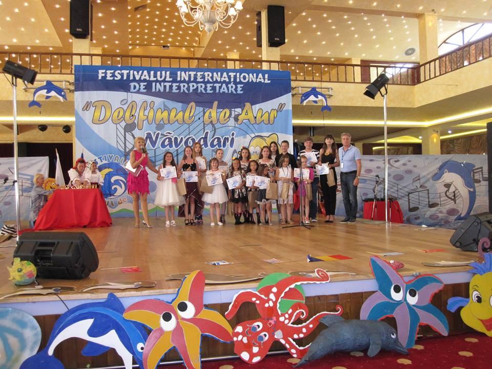 Detinatorii Premiului III, alaturi de compozitorul Nicolae Caragia (foto Vio Parja)