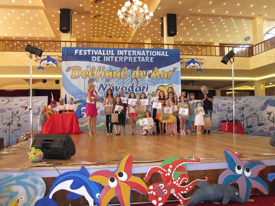 Fericitii castigatori ai Premiului II, alaturi de Mihai Constantinescu (foto Vio Parja)
