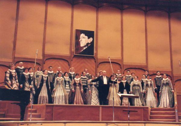 Corul National de Camera MADRIGAL dirijat de Marin Constantin la Festivalul International GEORGE ENESCU - in Sala Parlamentului Romaniei (arh. Muzeului Marin Constantin)