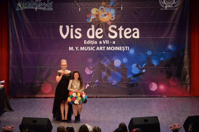 Castigatoarea Trofeului Festivalului Vis de Stea din Moinesti 2017 - Patricia Crisan (foto by Centrul Cultural LIRA - Moinesti)