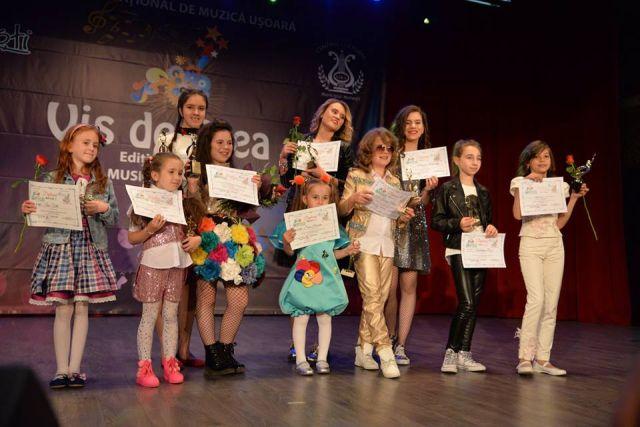 Trofee si premii Gala Laureatilor la Festiv. Vis de stea - Moinesti 2017 (foto by Centrul Cultural LIRA - Moinesti)