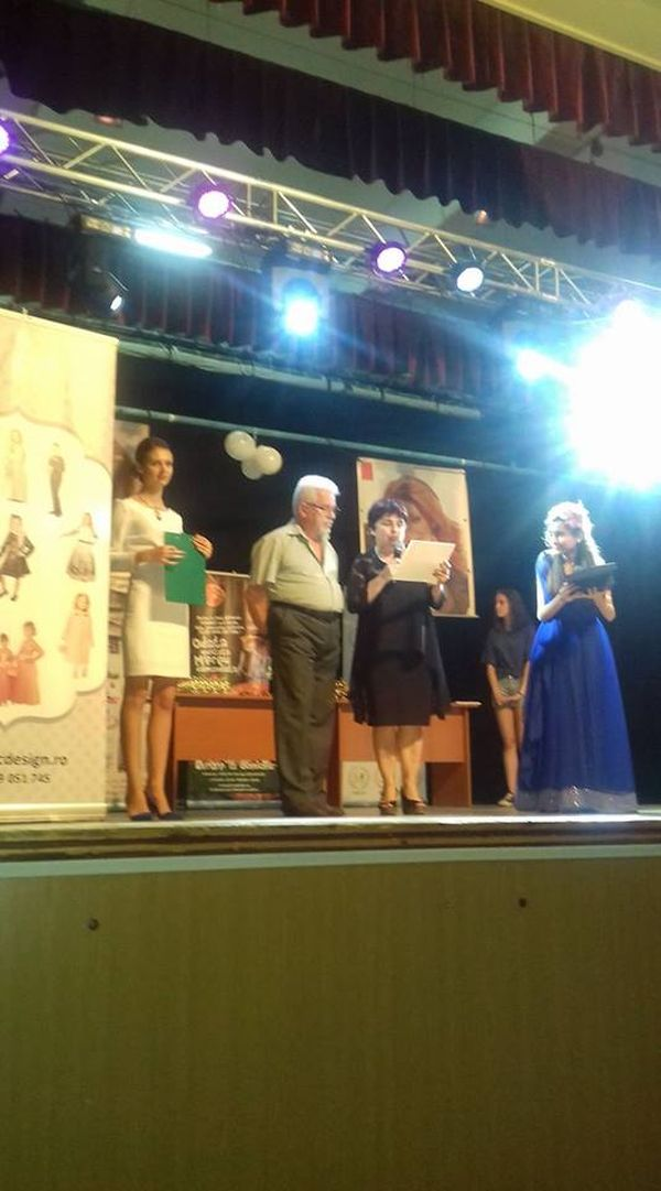 Foto decernare Diploma de excelenta prof. Claudiu Botoroaga.600 (foto Hermannstadtfest - Facebook.com)