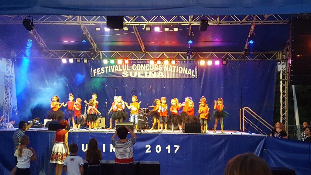 Grupul PITICII al casei de Cultura Sulina in recital la Sulina 2017 (Foto by Bogdan Dragomir)