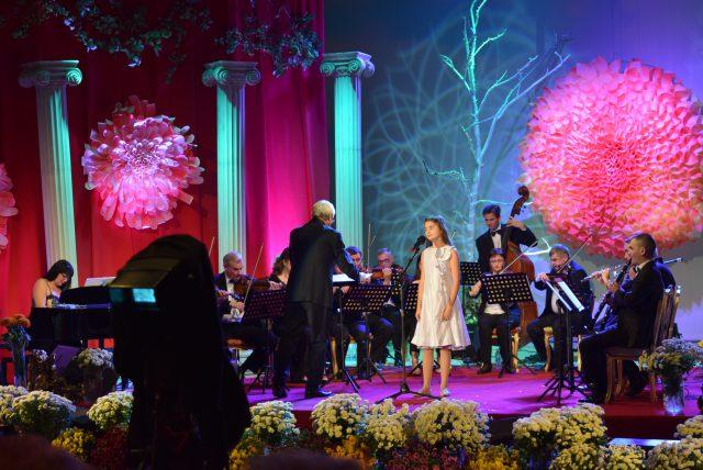 """Orchestra """"Folclor"""" dirijată de Petre Neamţu la Festivalul Crizantema de Aur 2017 (foto by Bogdan Dragomir)"""