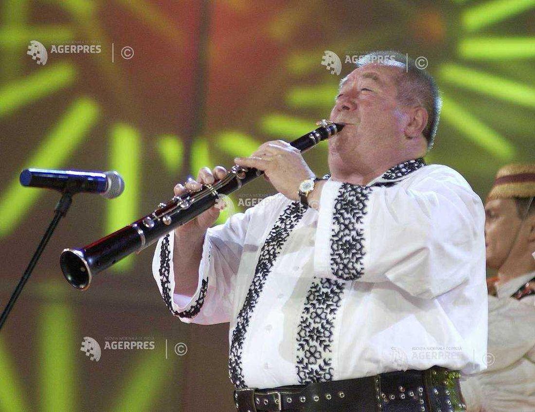 103949 Dumitru Farcas la editia 2004 a Festivalului International Cerbul de Aur.1100 (foto credit Paul Buciuta - ROMPRES)