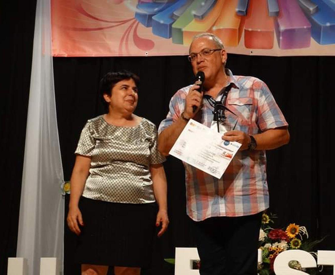 Premiul de Excelență Hermannstadtfest 2019 - Bogdan Dragomir (Radio Romania Regional) oferit de Daniela Simionescu (Organizator) - foto Hermannstadtfest 2019